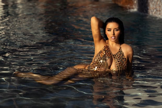 Top Influencer Abigail Ratchford Brings the Heat With ...